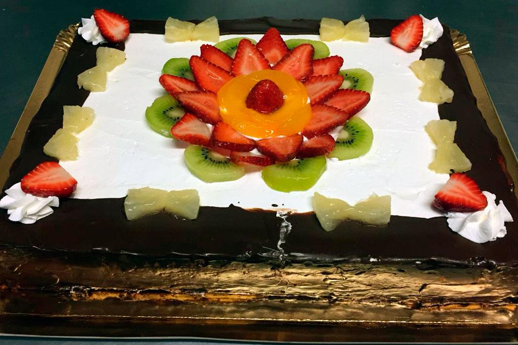 Tarta milhojas de nata con frutas